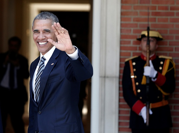 MADRID, SPAIN - JULY 10: U.S. President Barack Obama (L) waves his hand ahead of his meeting with Spanish Prime Minister Mariano Rajoy (not seen) at La Moncloa palace in Madrid, Spain on July 10, 2016. (Photo by Burak Akbulut/Anadolu Agency/Getty Images)