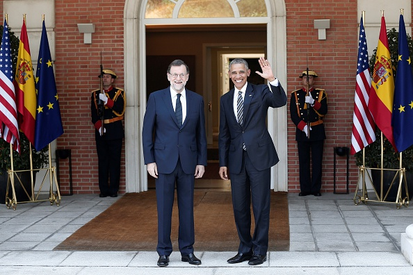MADRID, SPAIN - JULY 10: Spanish Prime Minister Mariano Rajoy (2nd L) and U.S. President Barack Obama (2nd R) pose for a photograph before their meeting at La Moncloa palace in Madrid, Spain on July 10, 2016. (Photo by Burak Akbulut/Anadolu Agency/Getty Images)