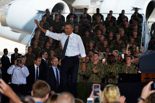 ROTA, SPAIN - JULY 10: U.S. President Barack Obama waves as he visits Rota naval base on July 10, 2016 in Rota, Spain. President Obama arrived yesterday from the NATO summit in Warsaw and has reportedly had to shorten his first official visit to Spain after the Dallas shootings which killed five policemen. (Photo by Niccolo Guasti/Getty Images)