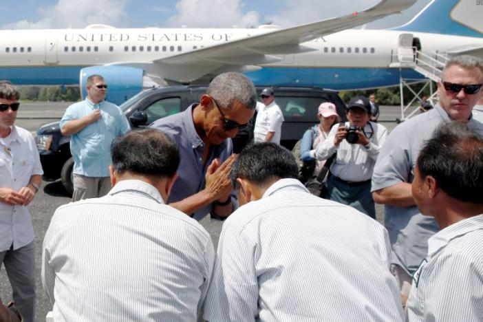 U.S. President Barack Obama greets workers after landing aboard Air Force One at Henderson Field to visit the Papahanaumokuakea Marine National Monument, Midway Atoll, U.S. September 1, 2016. REUTERS/Jonathan Ernst