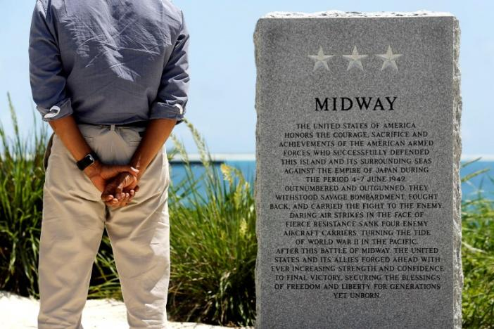 U.S. President Barack Obama pays his respects at a memorial to the Battle of Midway monument during a visit to the Papahanaumokuakea Marine National Monument, Midway Atoll, U.S. September 1, 2016. REUTERS/Jonathan Ernst