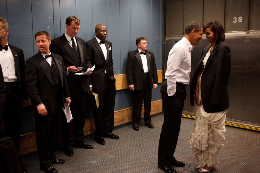 barack-obama-michelle-obama-love-story-romance-photos-09